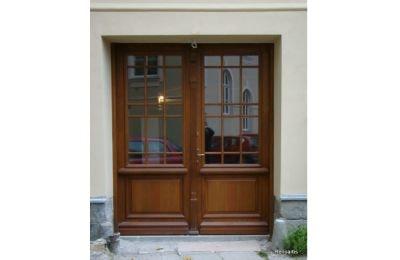 Drzwi zewnętrzne w Zespole Szkół Ekonomiczno- Garstronomicznym w Cieszynie