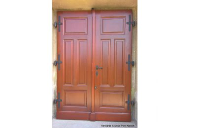 Nowe drzwi na wzór zabytkowych w kościele pw. św. Marii Magdaleny w Mazańcowicach
