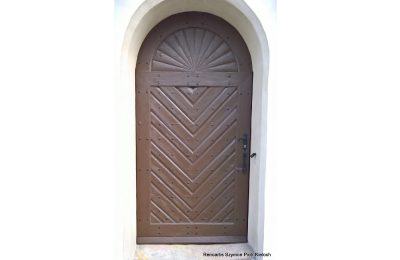 Renowacja drzwi na wzór zabytkowych w kościele Akademickim w Rybniku