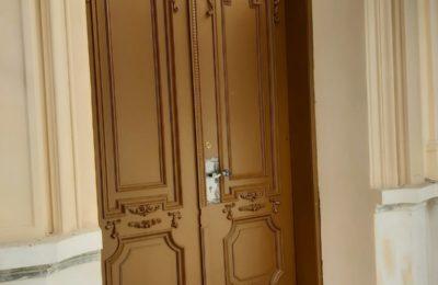 Renowacja drzwi głównych w Przedszkolu Katolickim w Cieszynie